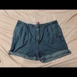 Authentic 90s Tommy Hilfiger shorts (rolled)